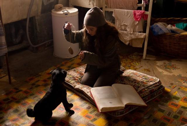Molly hypnotises Petula - still from the movie